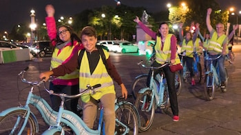 Small Group Paris by Night Bike Tour with Seine River Cruise