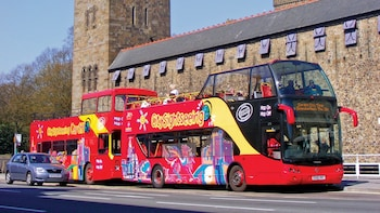 Hop-on-Hop-off-Bustour durch Cardiff