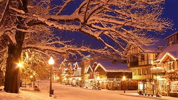 Leavenworth Christmas Lights.Private Leavenworth Christmas Lighting Festival Charter