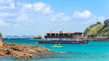 2-Day Islands Adventure Cruise on The Rock