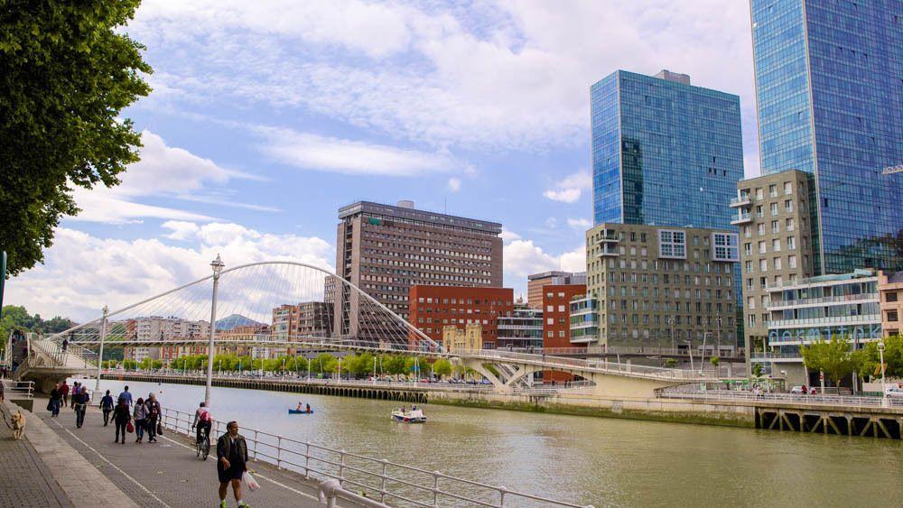 3-Day Bilbao Experience with Bike Tour & Guggenheim Museum