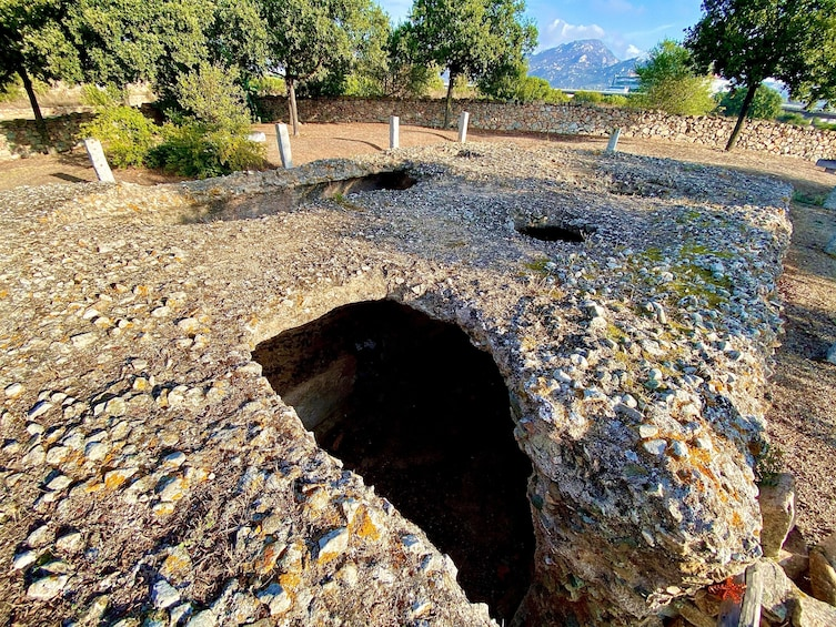 Archaeological sites and monuments in Sardinia : Small Group