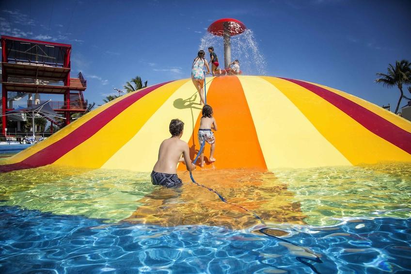Charger l'élément 3 sur 7. Ventura Amusement & Water Park Tickets