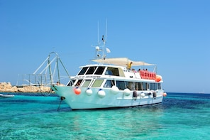 Boat tour in the La Maddalena Archipelago in Sardinia