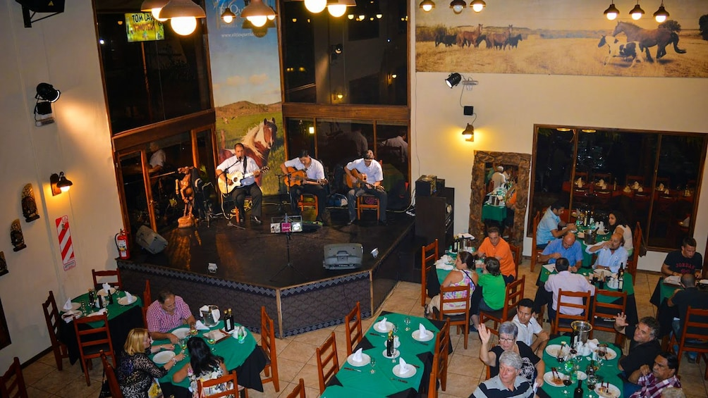Carregar foto 2 de 10. Interior view of restaurant with band playing.