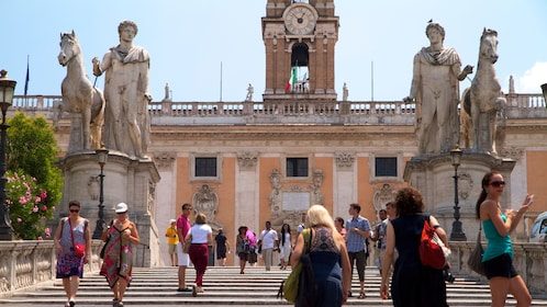 Tourists at Piazza Venezia in Rome