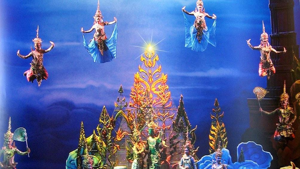 正在顯示第 3 張相片,共 4 張。 Close up of the stage at the Siam Niramit Show Bangkok