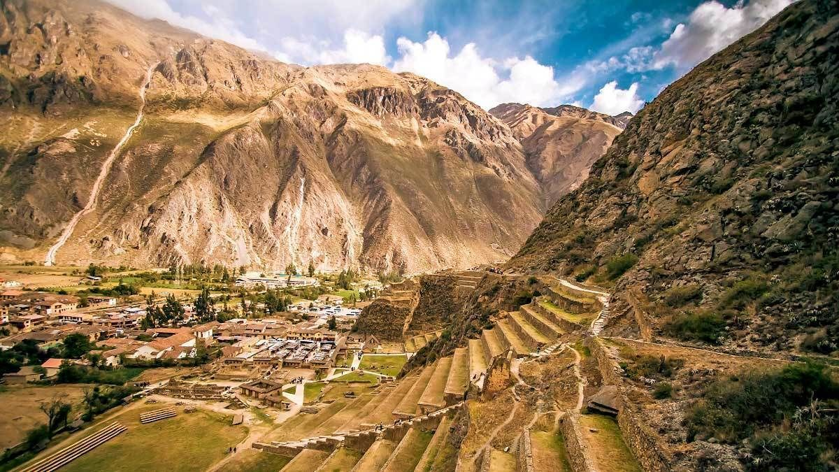 Full-Day Sacred Valley Tour to Awana Kancha, Pisac & Ollantaytambo