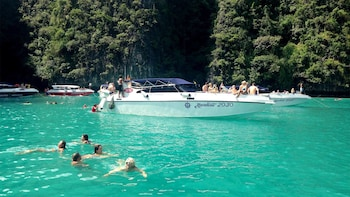 Full-Day Phi Phi Islands Tour with Lunch