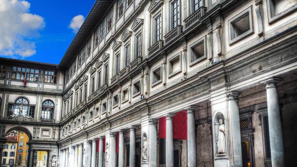 แสดงภาพที่ 1 จาก 6 visiting historic buildings in Florence