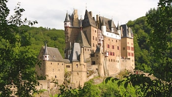 Day Trip to Eltz Castle with Dinner in the Rhine Valley