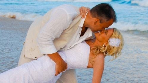 Wedding couple on the beach in Kauai