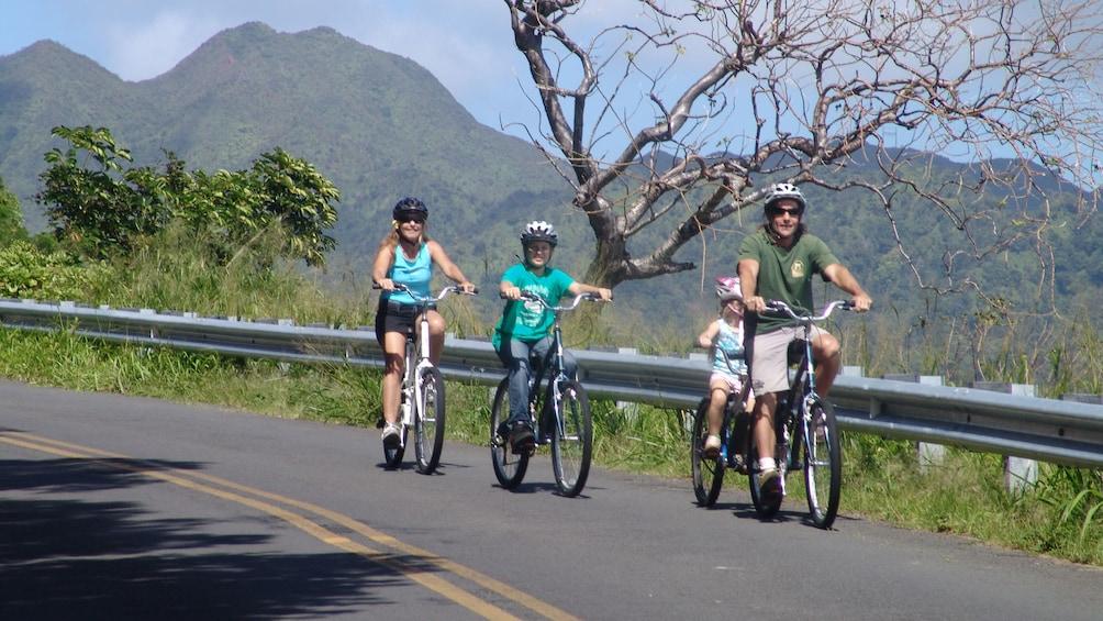 Family friendly bike ride along Oahu's mountain ranges