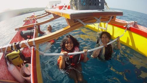 Hawaiian Outrigger Canoe Adventure - Kealakekua | Wotif