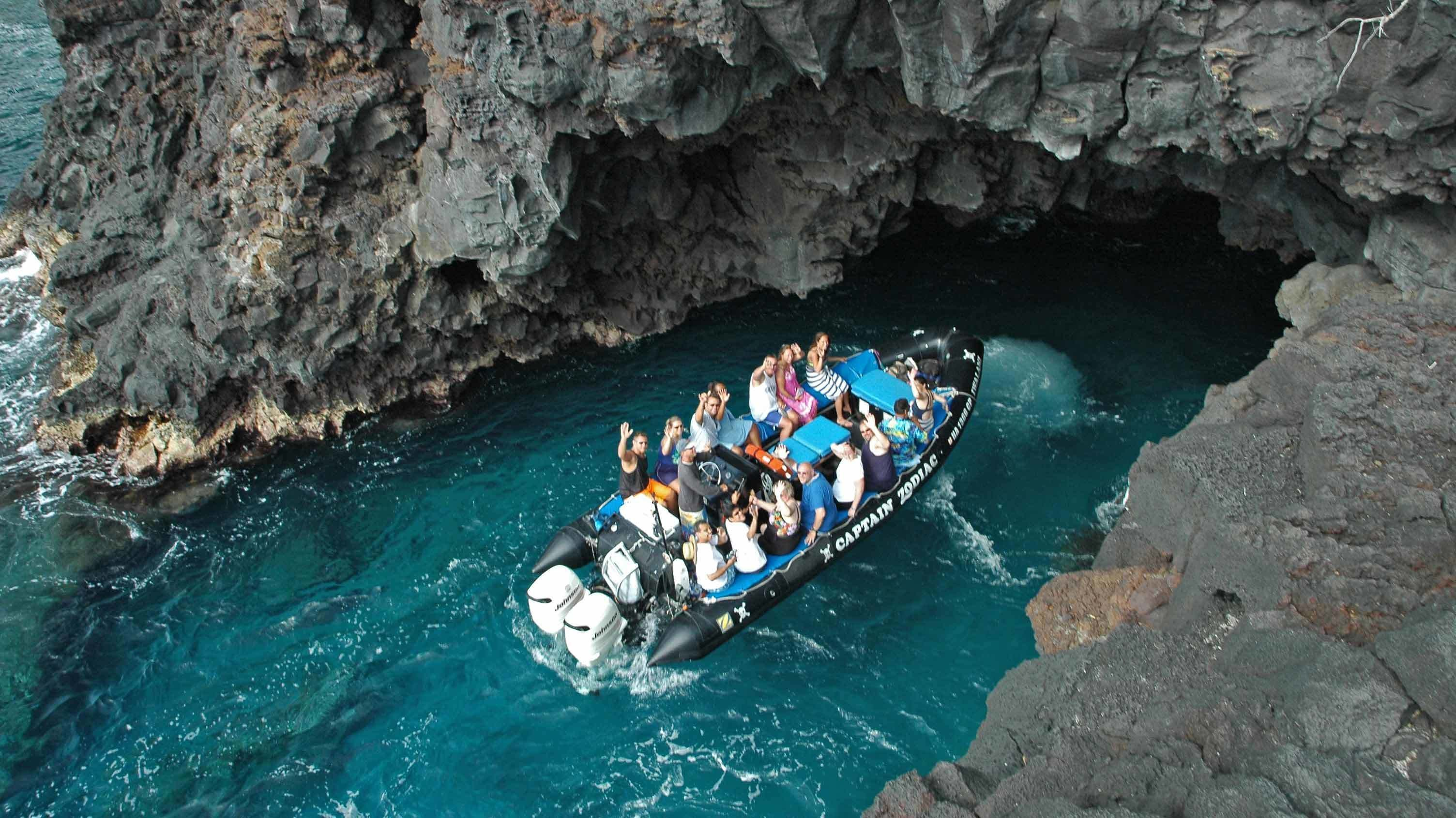 4-Hour Raft Expedition & Snorkeling in Kealakekua Bay