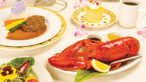 Enjoy a delicious seafood dinner onboard the Star of Honolulu in Oahu