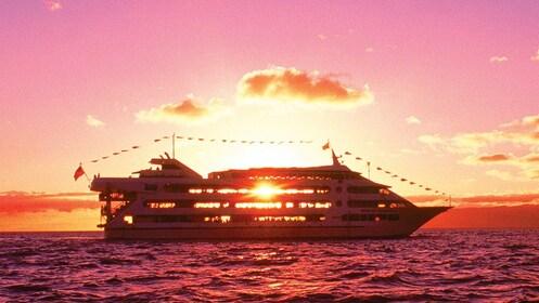 Sun shining through cruise ship in Oahu