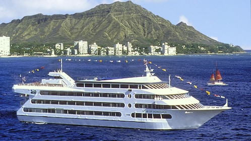 Easter Champagne Brunch Cruise on the Star of Honolulu