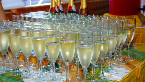 Champagne for cruise in Oahu