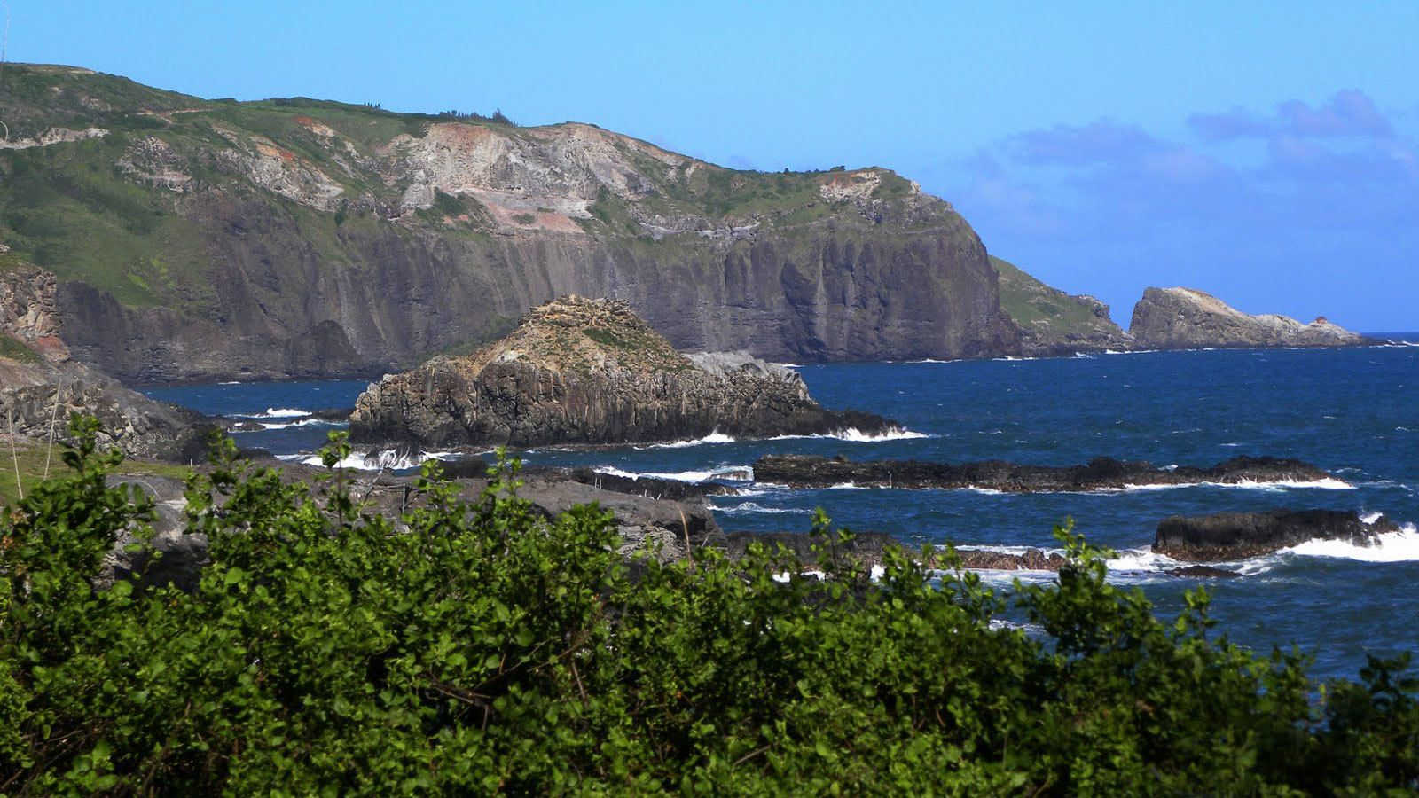 Landscape of the shore line in Maui