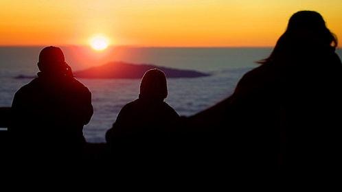 Silhouette of people overlooking the pacific ocean in Hawaii