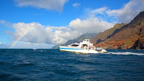 Cruise along coast of Hawaii with rainbow