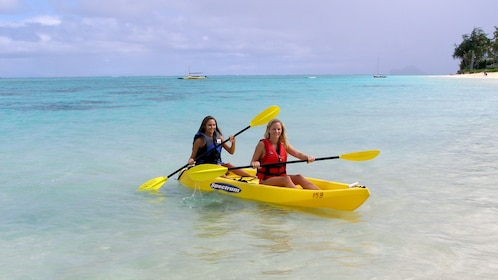 Paddle in tandem Kayaks to explore Oahu's coastline