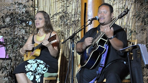 musicians playing instruments and singing at luau in Kauai
