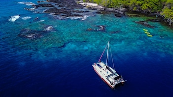 Kealakekua Bay & Captain Cook Monument Snorkel & Sail