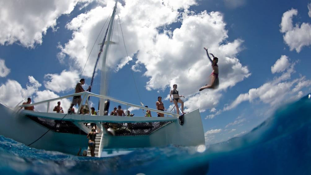 cruise boat in Oahu