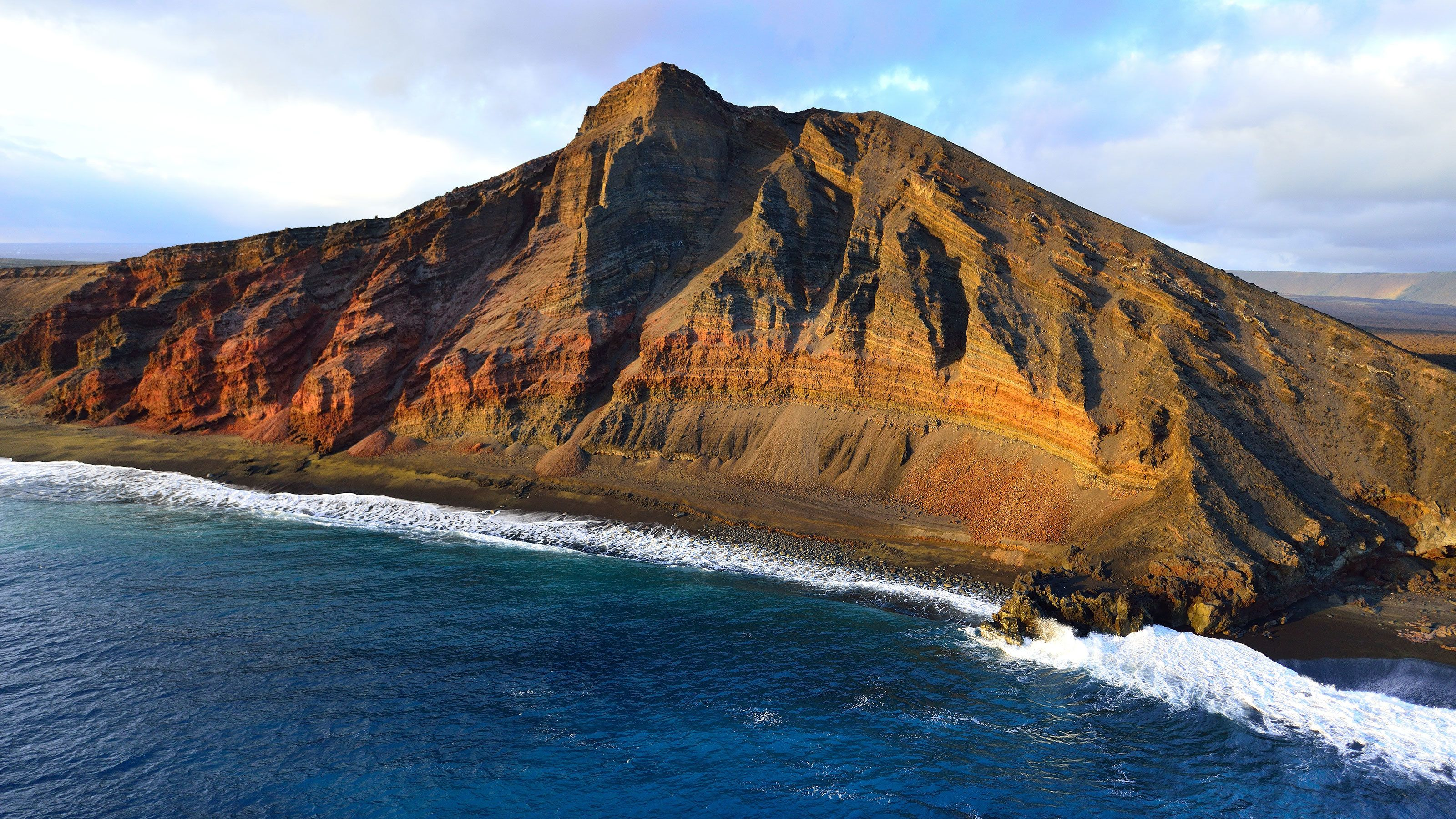 Huge cliff rise near on the shore line in Hawaii