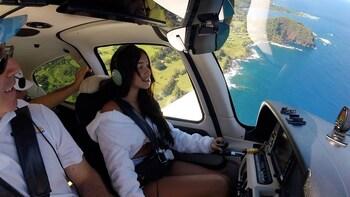 Intro Flight Lesson to Lanai & Molokai with Lunch