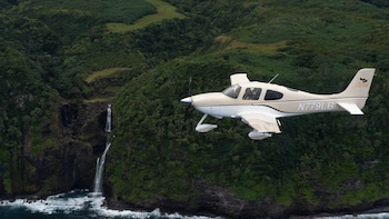 Intro Flying Lesson & Sightseeing with Molokai Landing