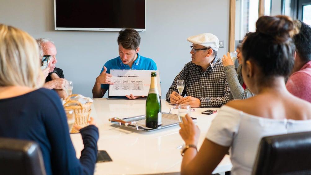 Charger l'élément 3 sur 10. Champagne Day Trip : Moet & Chandon winery and Reims