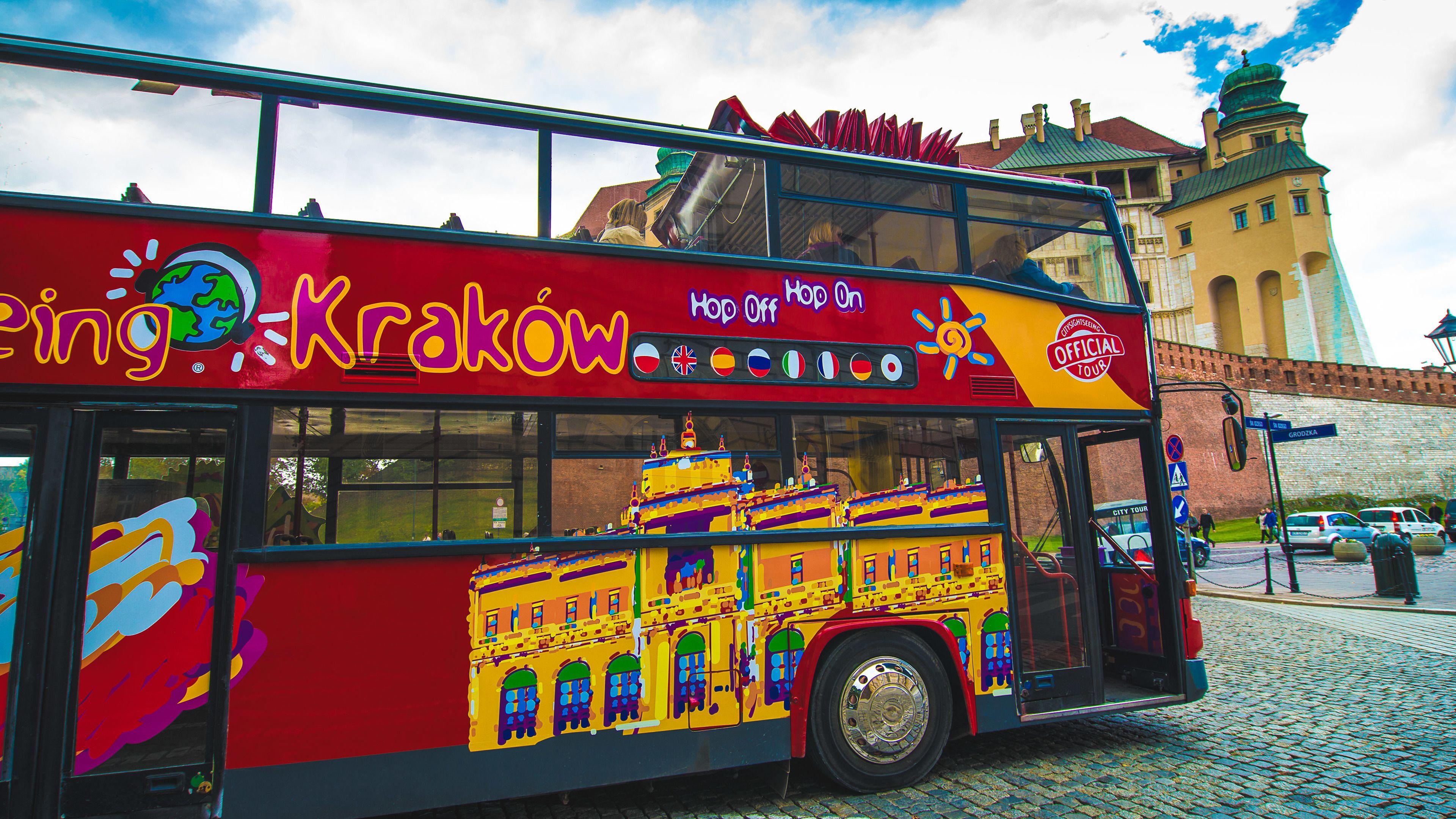 Hop-on hop-off -kiertoajelu bussilla Krakovassa