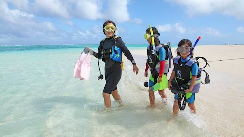 taking kids scuba diving at the beach in Micronesia