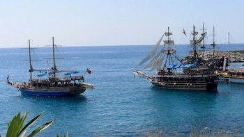 Alanya Cruise with Turkish Lunch & Roundtrip Transport
