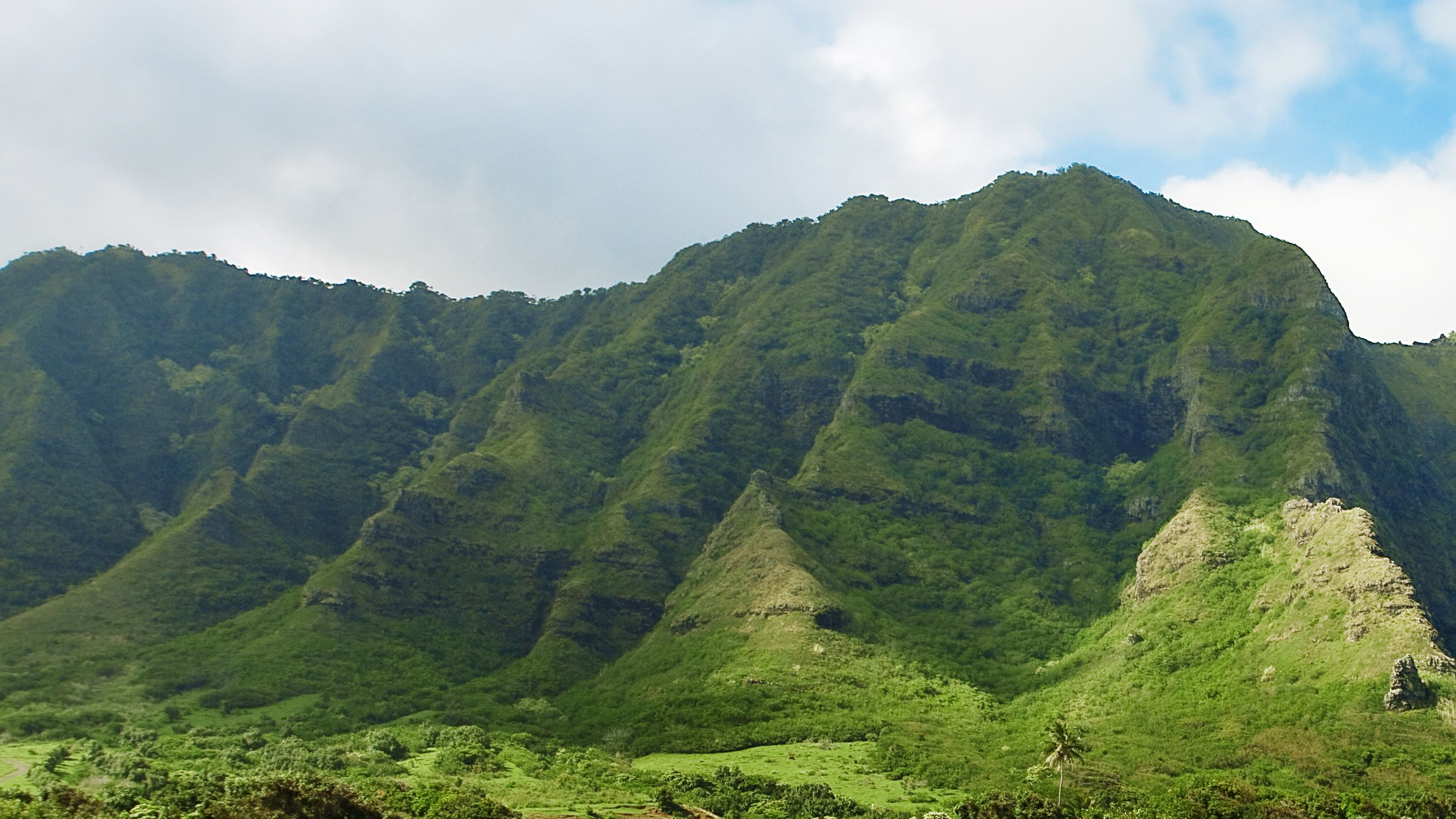 View of green mountain in Oahu