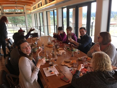 Wine Tour with picnic lunch & side tour to Cowichan Bay