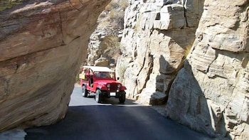 Indian Canyons Jeep & Hiking Tour