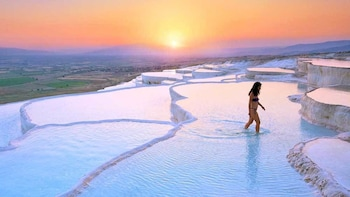 Day Tour of Pamukkale & Hierapolis with Lunch & Dinner