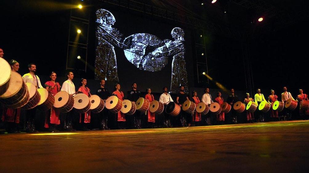Foto 5 von 5 laden Drummers performing in Fire of Anatolia