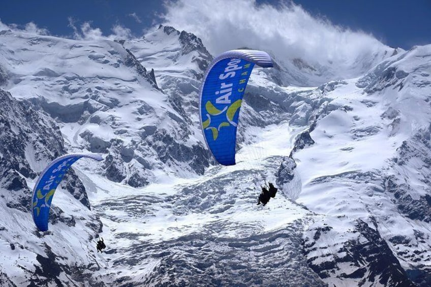 Fly in front of the Mont Blanc