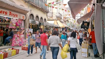 Saara Shopping Guided Tour with Hotel pick-up and drop-off
