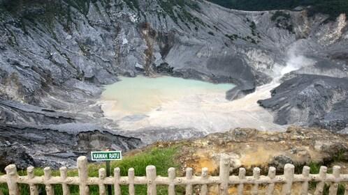 Kwah Ratu crater.