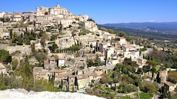 Avignon & Villages of Luberon Full-Day Trip from Marseille