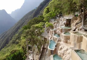 Visit the Caves and Hot Springs of Tolantongo from CDMX