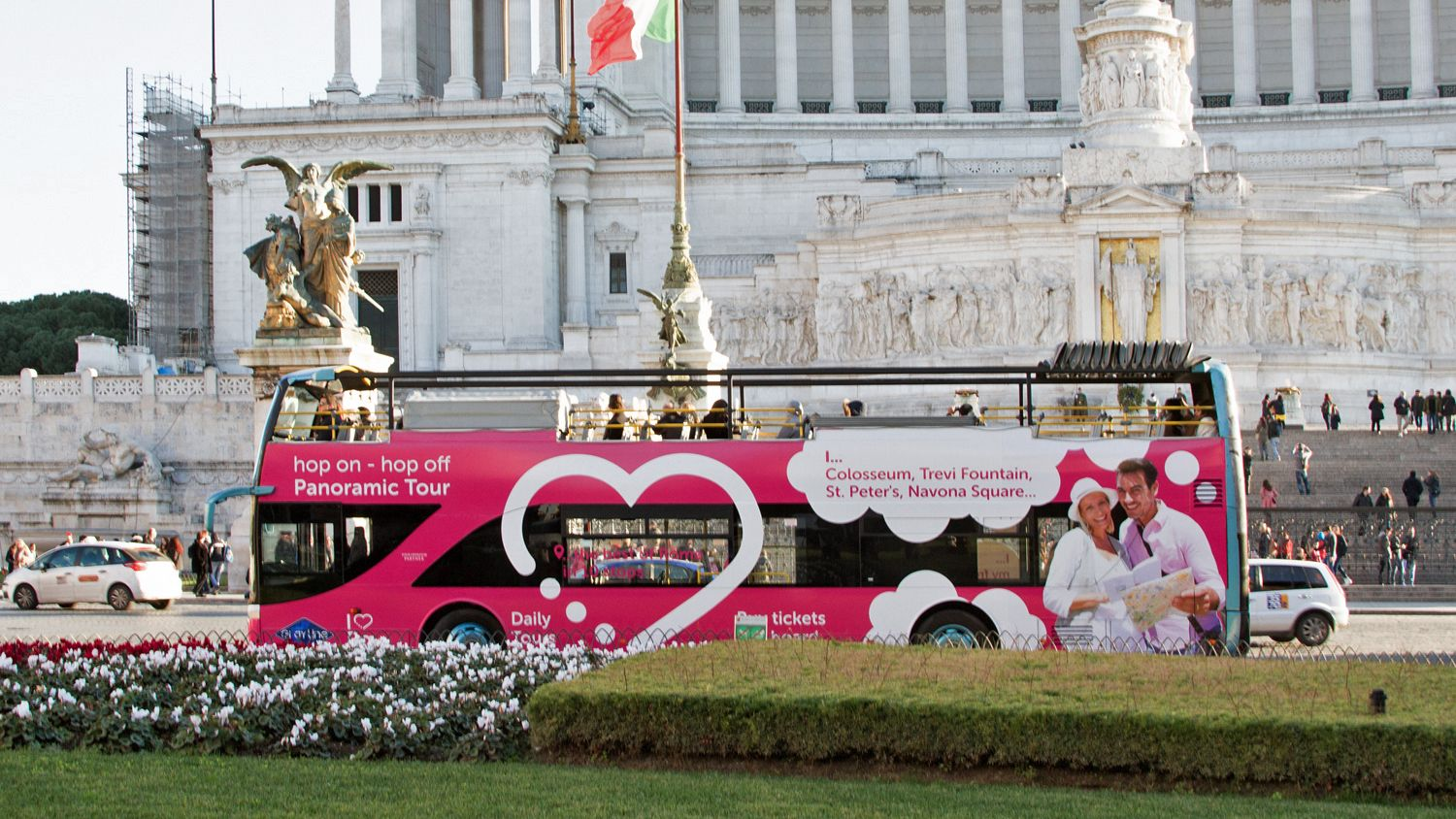 hop on hop off bus on tour in rome