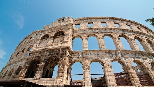 4-Day Super Saver Package with Accommodation & Vatican Tour