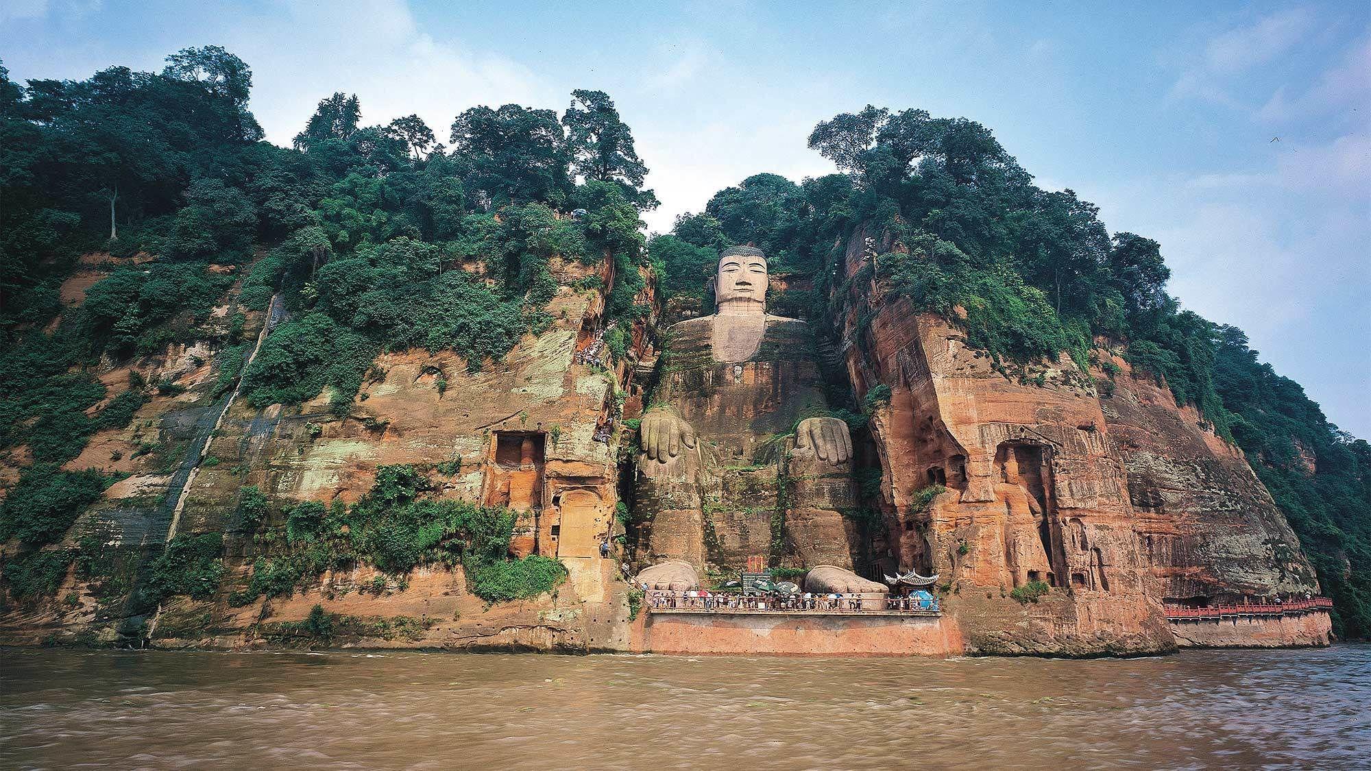 Private Tour of Chengdu Panda Base & Leshan Buddha Statue